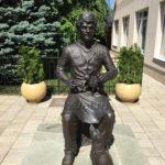 Памятник ветеринару рядом с ветеринарным управлением г. Краснодар